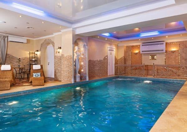 biarritz villa luxe piscine intérieure